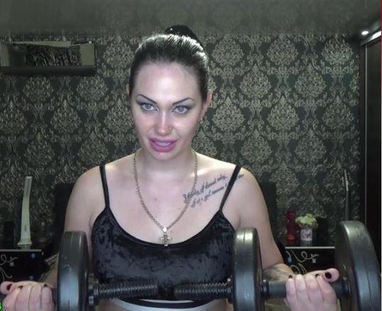 Heißer nackter Fitnessstudio-Sex
