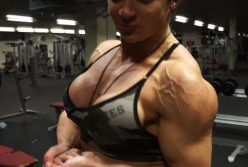 bodybuilderin schultern